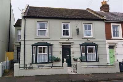 8 Bedrooms Property for rent in Roper Road, Canterbury
