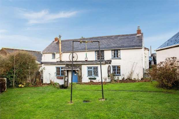 4 Bedrooms Detached House for sale in Kelly Farm Cottage, Egloshayle, Wadebridge, Cornwall