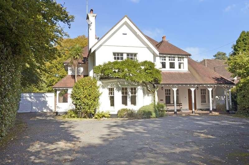 4 Bedrooms Detached House for sale in Moorside Road, West Moors, Ferndown, Dorset, BH22