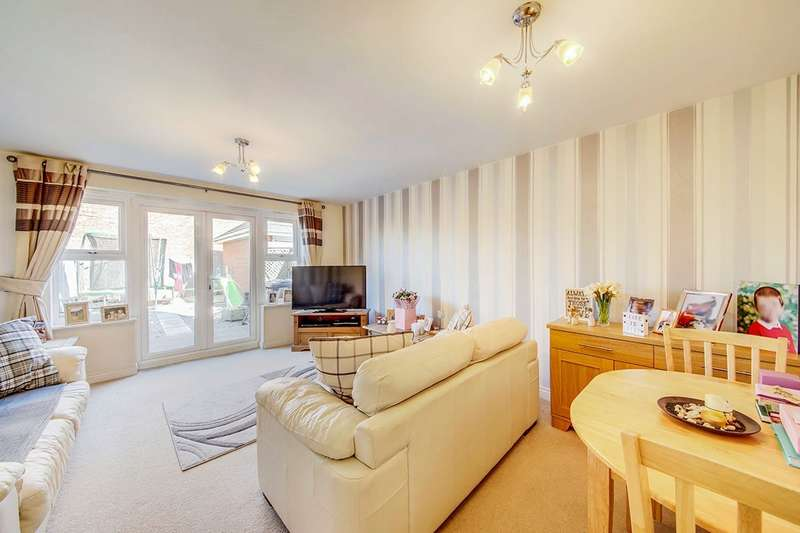 3 Bedrooms House for sale in Manor Court, Newbiggin-By-The-Sea, Northumberland, NE64