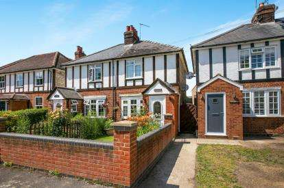 2 Bedrooms Semi Detached House for sale in Green Lane, Hitchin, Herts, England