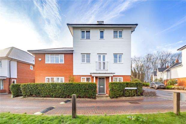 4 Bedrooms Detached House for sale in Chartwell Way, High Wycombe, Buckinghamshire