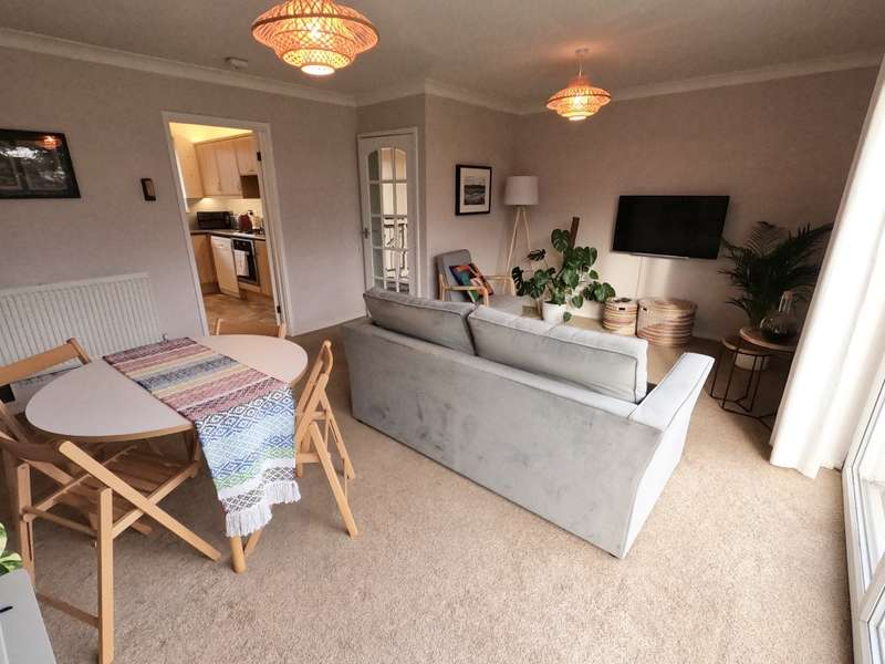 3 Bedrooms Apartment Flat for sale in Rectory Green, Beckenham