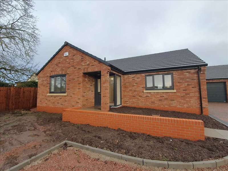3 Bedrooms Detached Bungalow for sale in THE CLOSE, BROADWELL