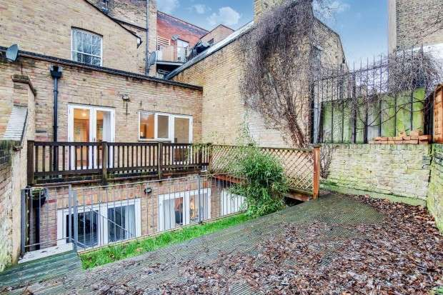 2 Bedrooms Flat for sale in Caledonian Road, Islington, N1