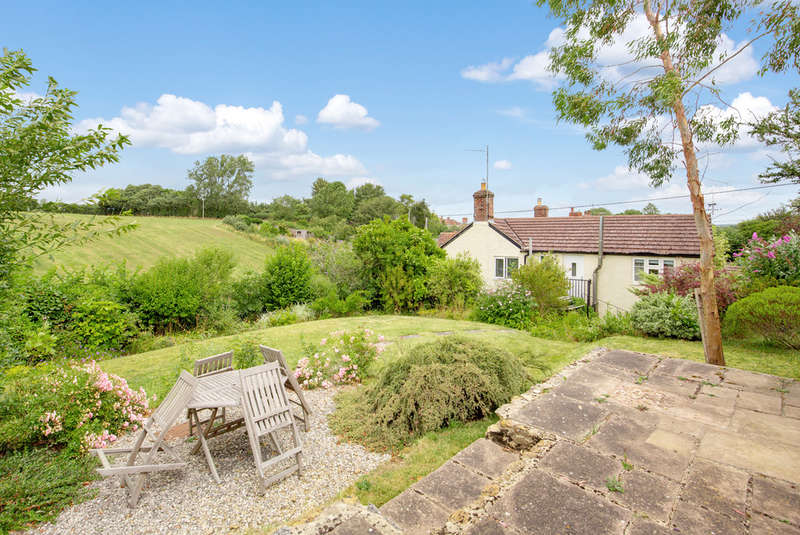 3 Bedrooms Detached House for sale in East Street, Shepton Montague