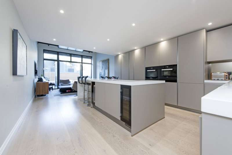 4 Bedrooms Terraced House for sale in Ilminster Gardens, London SW11