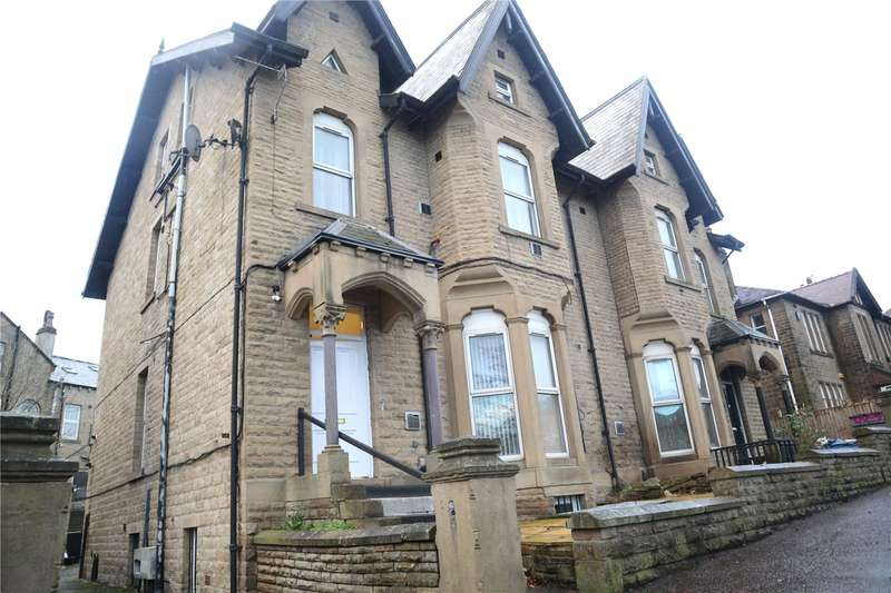 2 Bedrooms House for rent in Trinity Street, Huddersfield, HD1