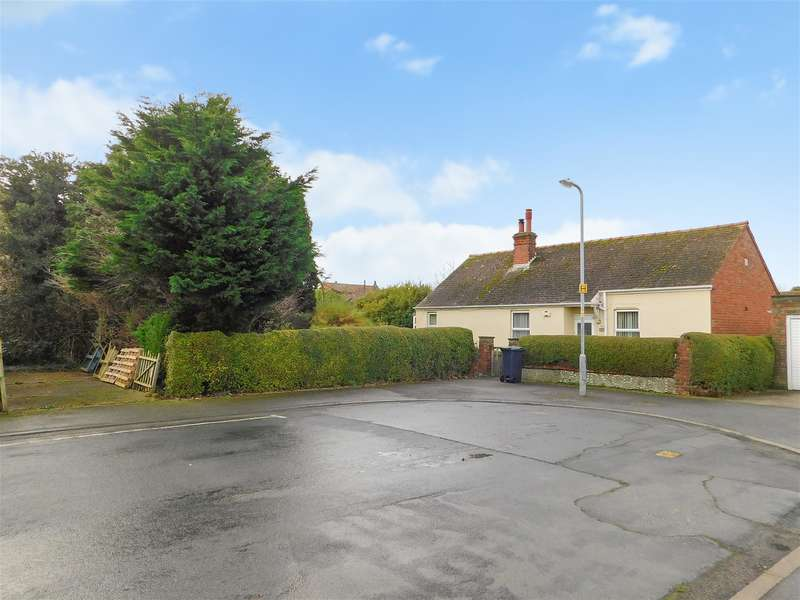 3 Bedrooms Detached Bungalow for sale in Dormy Avenue, Skegness, PE25 1RG