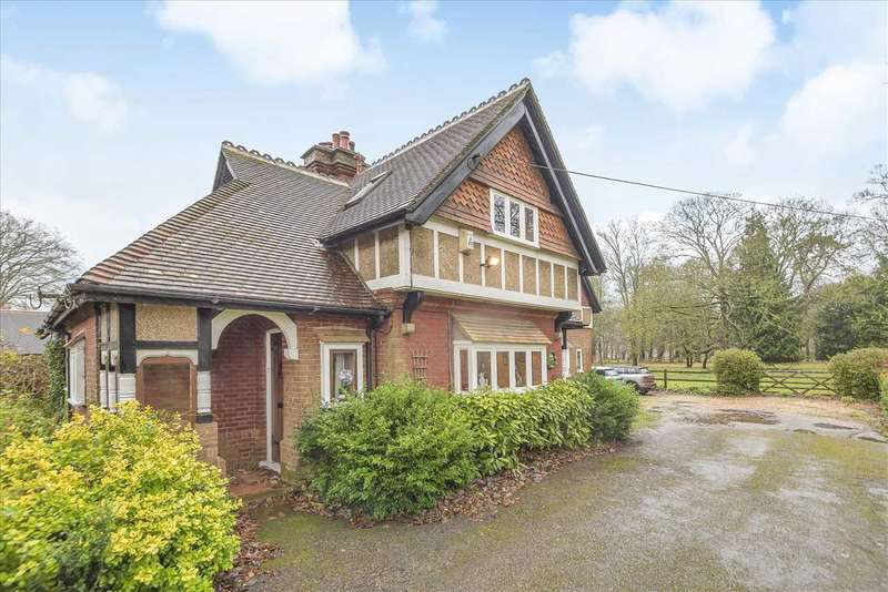 3 Bedrooms Detached House for sale in South Lodge, Finkley, Andover