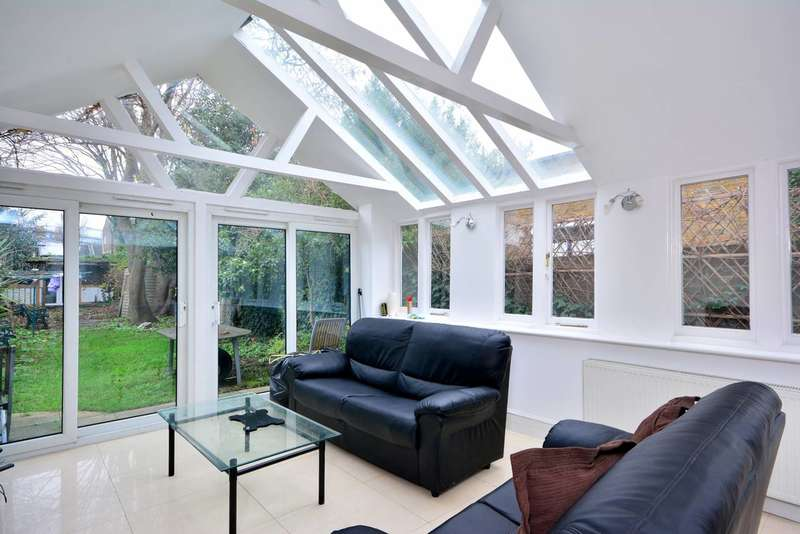 3 Bedrooms House for sale in Avenue Road, Acton, W3