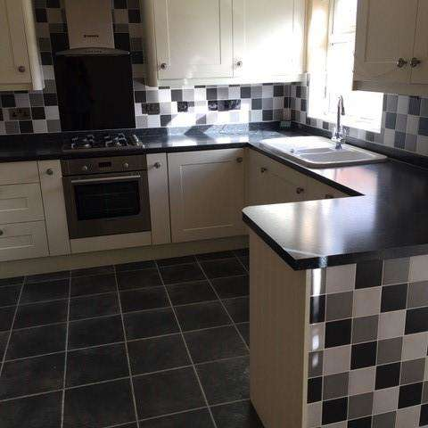 3 Bedrooms Terraced House for rent in The Quadrant, Hull, HU6 8PL
