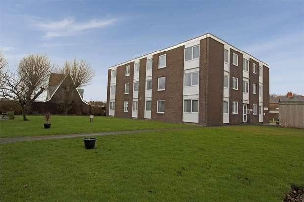 2 Bedrooms Flat for sale in Highbury Avenue, Fleetwood, Lancashire