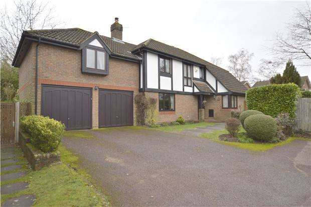 5 Bedrooms Detached House for sale in Russell Hill Road, Purley, Surrey, CR8 2LL