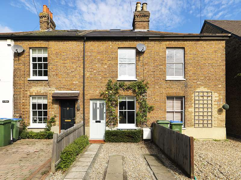 2 Bedrooms Property for sale in Rushett Close, Thames Ditton, KT7