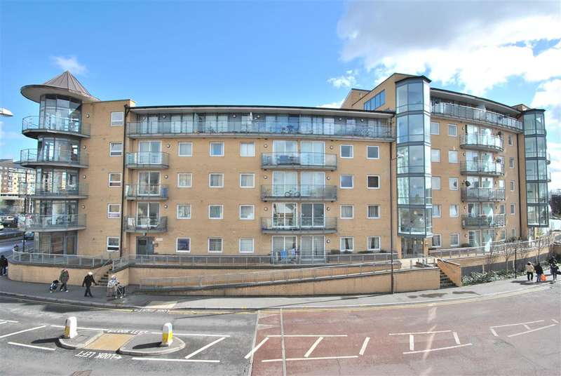 2 Bedrooms Apartment Flat for sale in Berberis House, Feltham