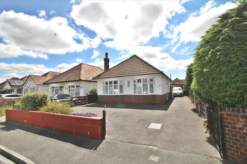 3 Bedrooms Detached Bungalow for sale in Hoxley Road, Bournemouth