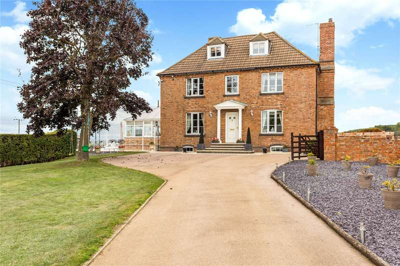 5 Bedrooms Detached House for sale in Larkhay Road, Hucclecote, Gloucester, Gloucestershire, GL3