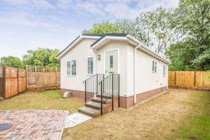 2 Bedrooms Mobile Home for sale in Woodlands Park Homes, Danesbury Park Road, Welwyn, Hertfordshire