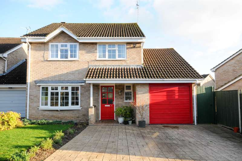 3 Bedrooms Detached House for sale in Oak Way, Stonehouse, GL10 2QJ