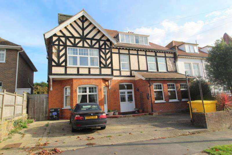 12 Bedrooms Semi Detached House for sale in Third Avenue, Frinton-On-Sea