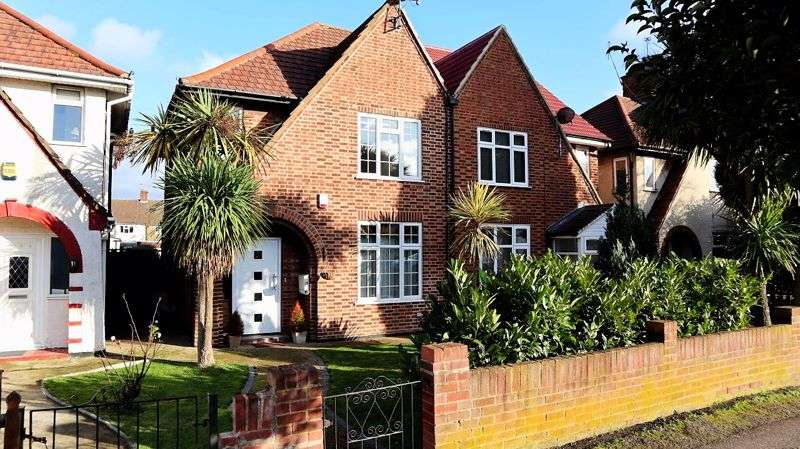 3 Bedrooms Property for sale in Sipson Road, West Drayton