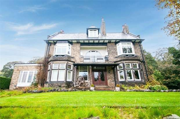 4 Bedrooms Detached House for sale in Hollins Hill, Baildon, Shipley, West Yorkshire