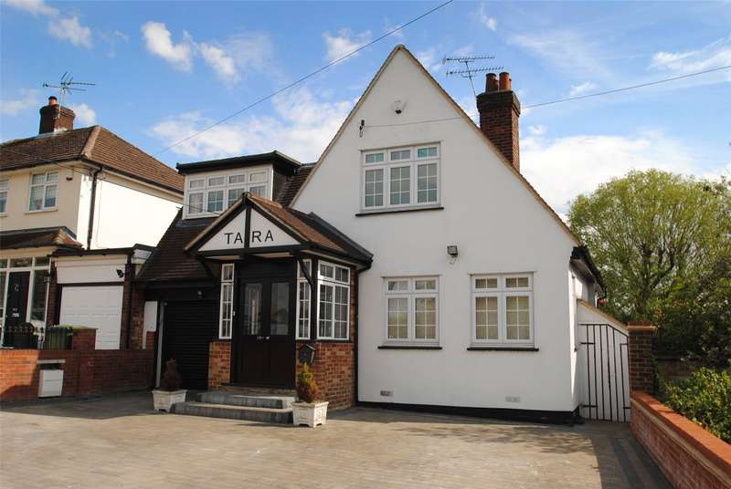 3 Bedrooms Detached House for sale in Warley Road, Upminster, RM14