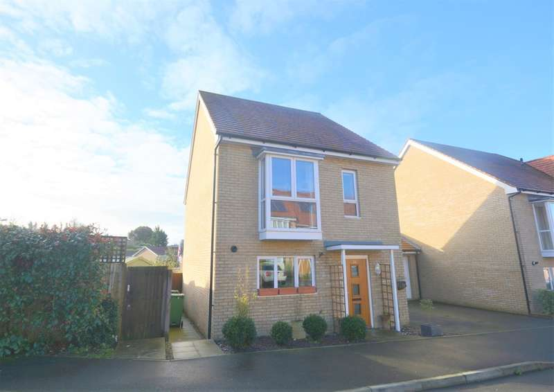 3 Bedrooms Detached House for sale in Consort Gardens, East Cowes