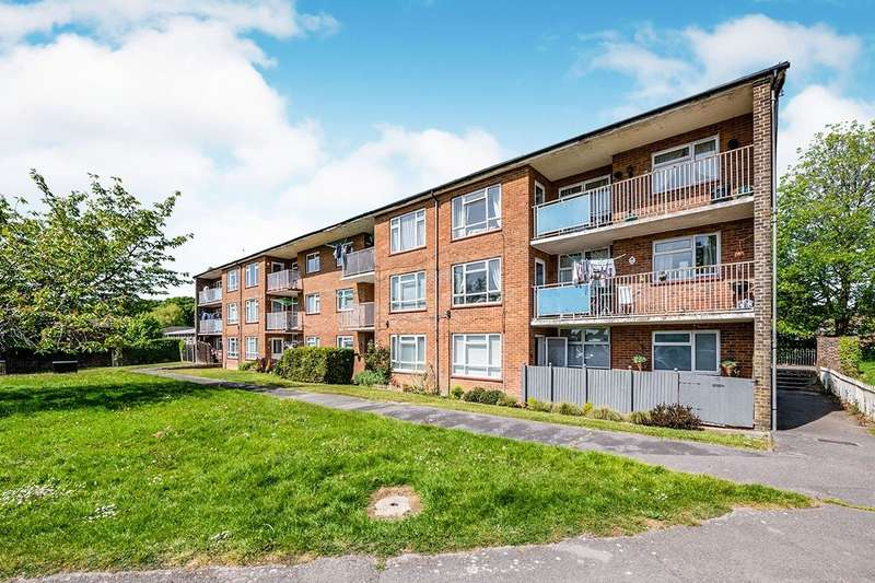 2 Bedrooms Apartment Flat for sale in Padnell Avenue, Waterlooville, Hampshire, PO8