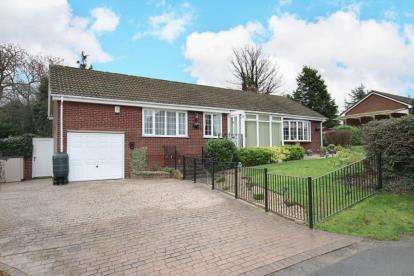3 Bedrooms Bungalow for sale in St. James Drive, Ravenfield, Rotherham, South Yorkshire