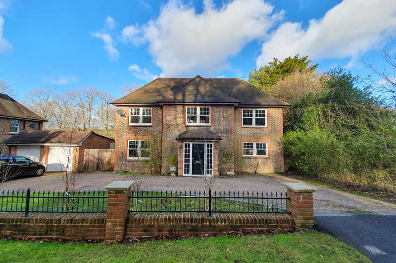 5 Bedrooms Detached House for sale in Hartfield Road, Forest Row