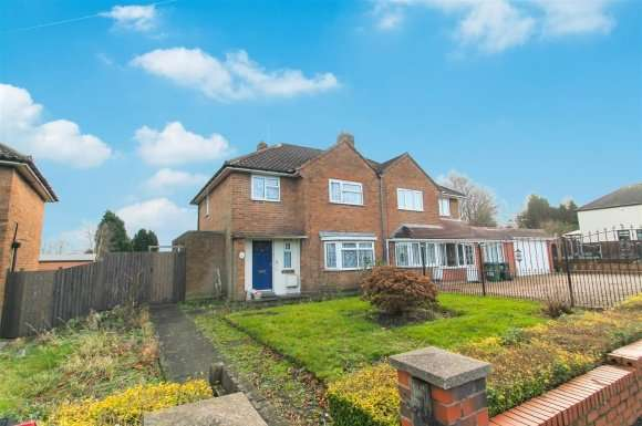 3 Bedrooms Detached House for sale in Park Lane, Wednesbury