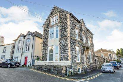 5 Bedrooms Detached House for sale in Chapel Street, Menai Street, Anglesey, North Wales, LL59
