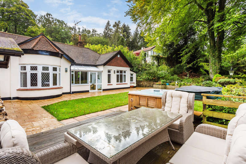 4 Bedrooms Detached Bungalow for sale in Weald Way, Caterham, CR3