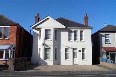 8 Bedrooms House for rent in TALBOT ROAD - WINTON