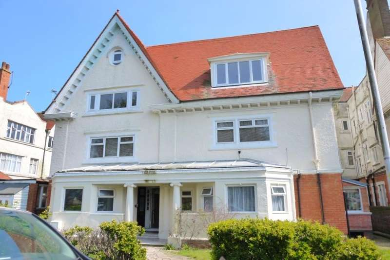 2 Bedrooms Flat for sale in Grimston Gardens, Folkestone, CT20