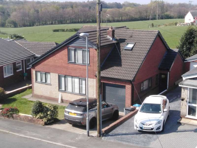 5 Bedrooms Detached House for sale in Denbigh Drive, High Crompton, Shaw