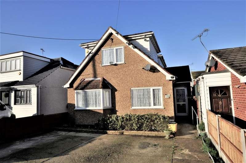 3 Bedrooms Detached House for sale in St. Clements Road, Benfleet