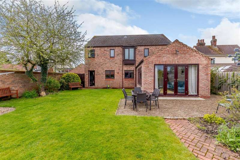 4 Bedrooms Detached House for sale in Scarborough Road, Rillington, Malton, YO17 8LH
