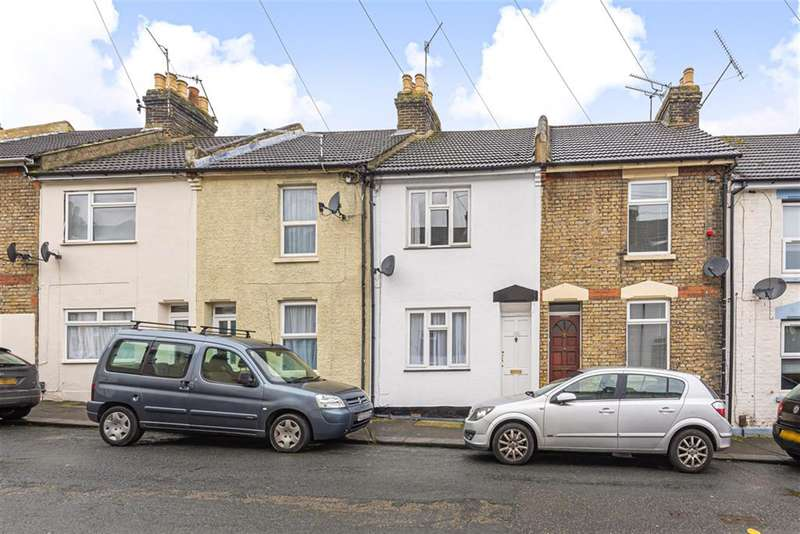 3 Bedrooms Terraced House for sale in Charter Street, Chatham, ME4 5RY