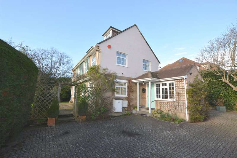 4 Bedrooms Detached House for sale in Grove Pastures, Lymington, Hampshire, SO41
