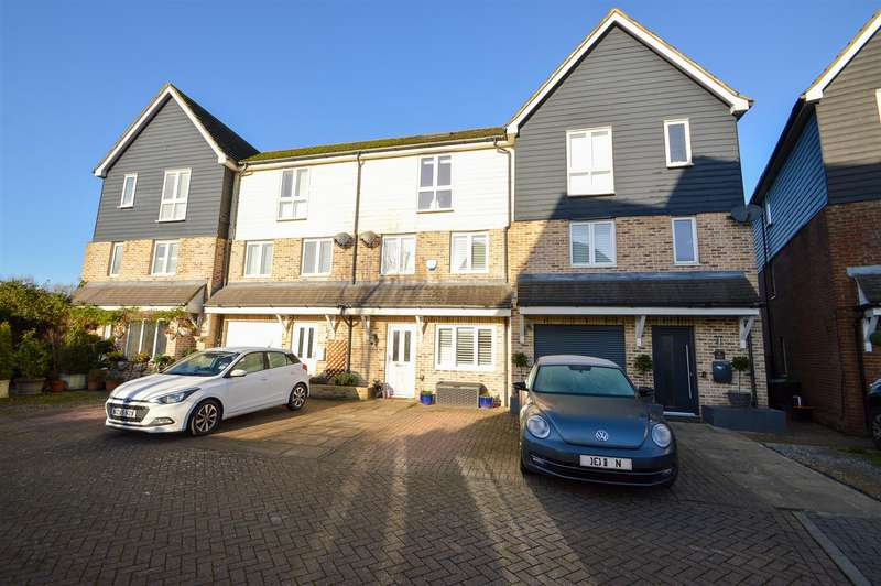 4 Bedrooms Town House for sale in Bridge Place, Aylesford