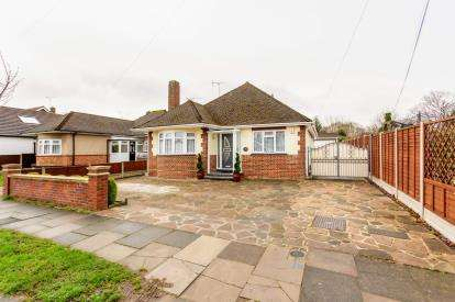 3 Bedrooms Bungalow for sale in Leigh-On-Sea, Southend, Essex