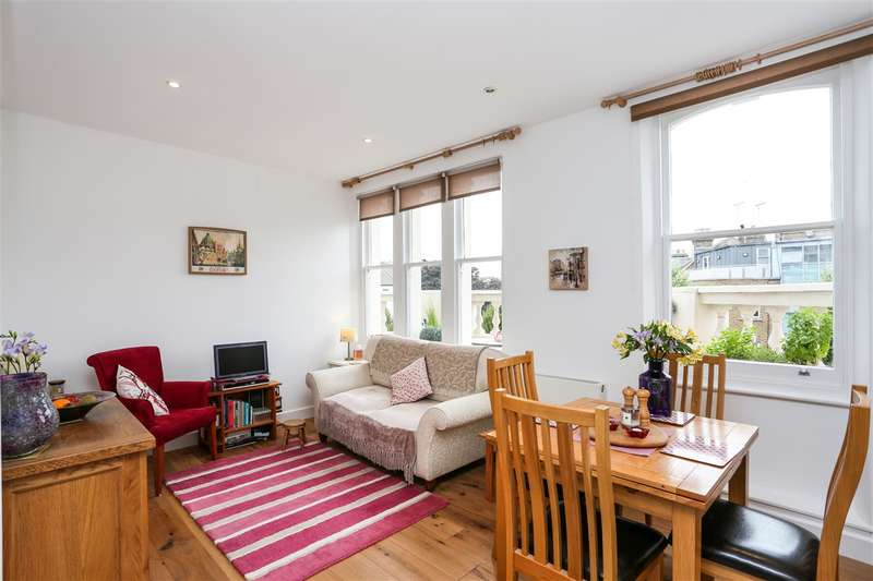 2 Bedrooms Flat for sale in Brecknock Road, London