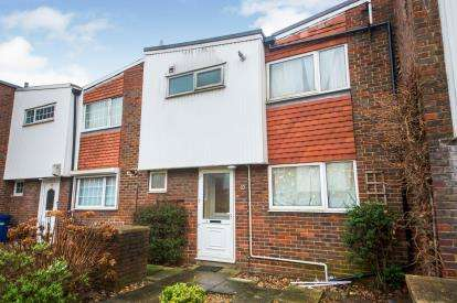 3 Bedrooms Terraced House for sale in Beaumont Court, Cherry Close, London, Uk