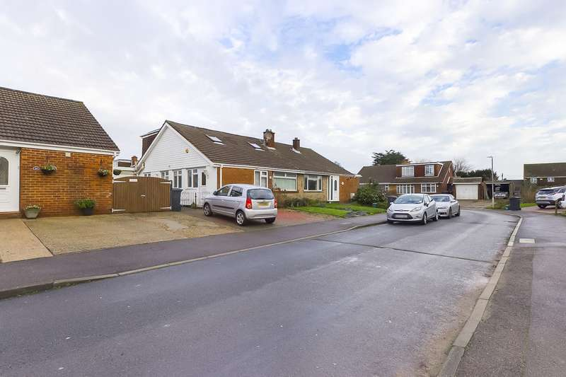 4 Bedrooms Property for sale in Castle Drive, Whitfield CT16