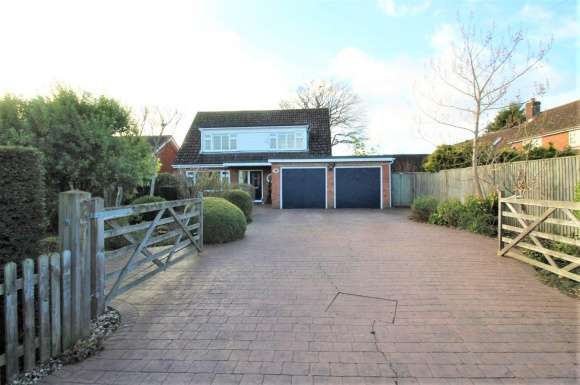 3 Bedrooms Detached House for sale in Newtown, Tadley