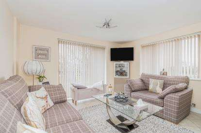 2 Bedrooms Flat for sale in Locks Heath, Southampton, Hampshire