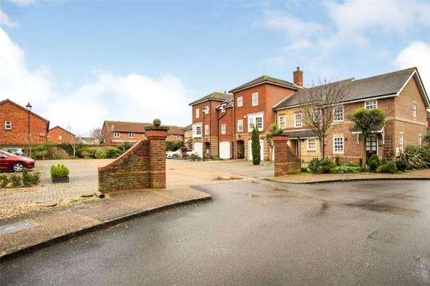 3 Bedrooms Semi Detached House for sale in Hopkins Court, Southsea, Hampshire